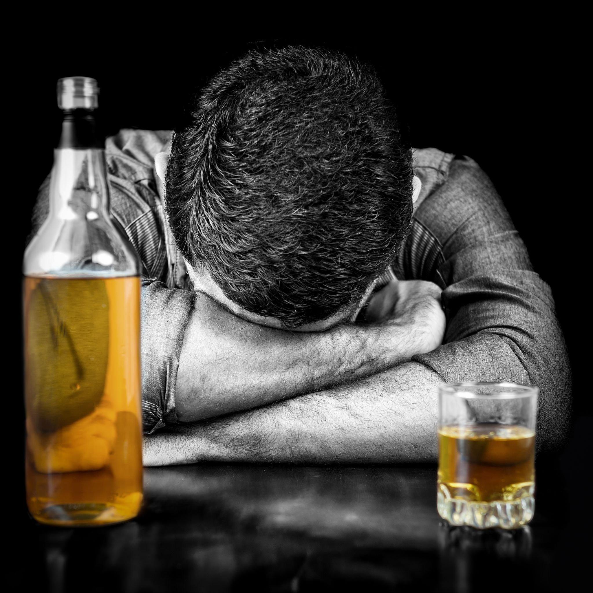 Алкоголизм вызывает у мужчин